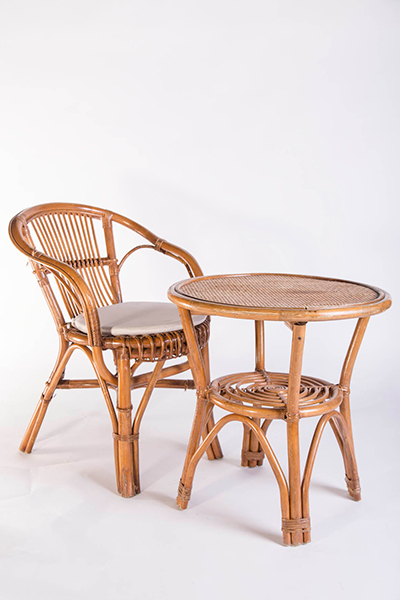 Poltroncina e tavolino in vimini
